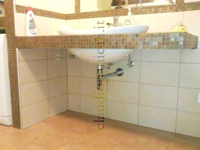 Bagno In Muratura Doppio Lavabo: Appartamento bagno roma realizzazione di lavabo in muratura.