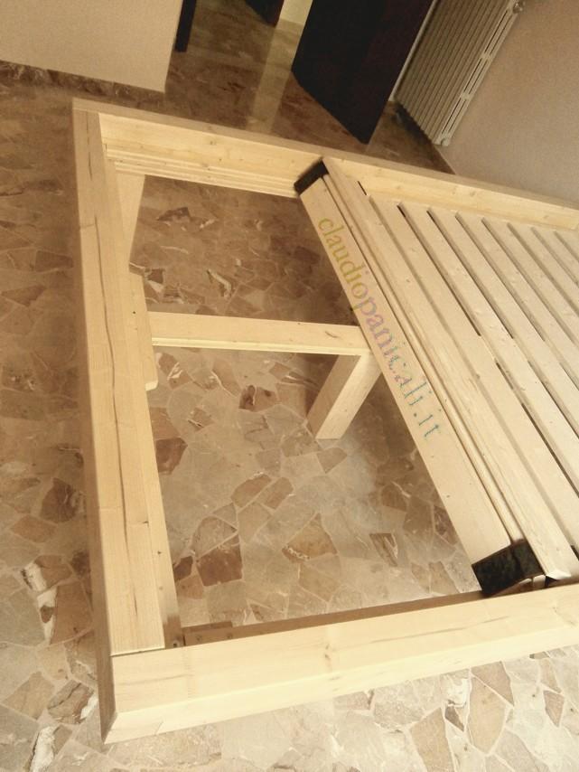 Letto in legno massiccio con testata rete a doghe e comodino - Sostituire doghe letto ...