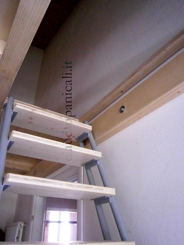 Soppalco in legno e ferro acciaio su misura for Coprigradini per scale in legno ikea