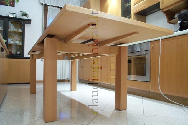 Tavolo in legno scrivania su misura cassetti passacavo for Tavolo scrivania