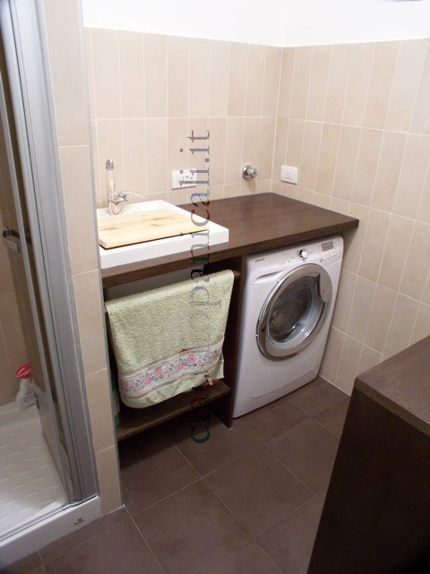 Mobile da bagno lavatrice asciugatrice con portabiancheria for Mobile per lavatrice e asciugatrice da esterno