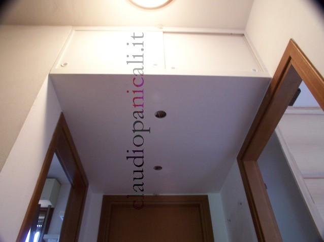 Sgabuzzino ripostiglio corridoio armadio a mobile camerino for Stipetto bagno